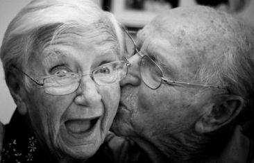 old_couples_in_love_are_so_cute_640_01
